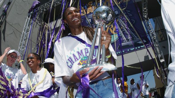 Lisa Leslie led the L.A. Sparks to back-to-back WNBA titles in 2001 and 2002.
