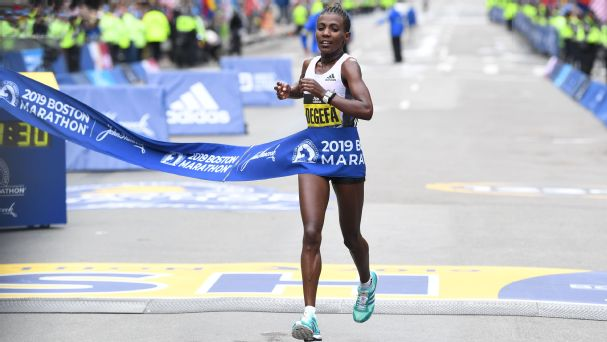 Ethiopia's Worknesh Degefa broke away from defending champion Des Linden and the rest of the women's pack in the Framingham flats and ran alone for the last 20 miles for the win.
