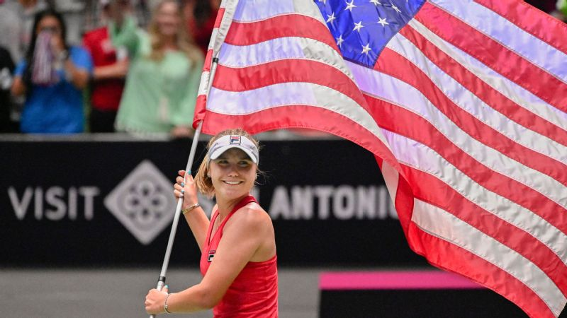 Sofia Kenin rallied to win her first Fed Cup match and propel the United States back into the World Group.