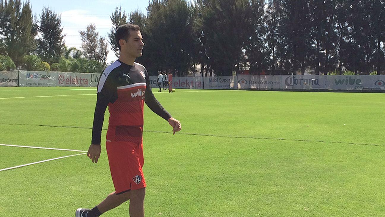 Rafa Márquez presume nueva playera del Barcelona d1ab4cbf4c5