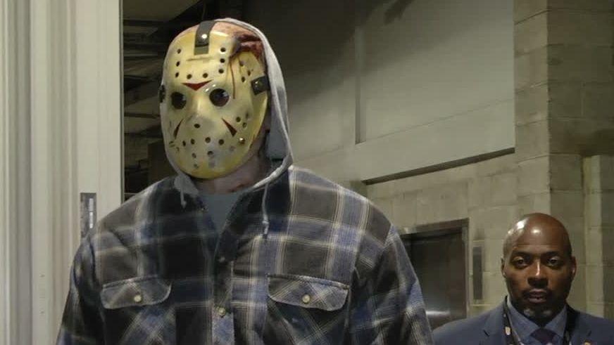 Halloween Jason.Lebron Arrives Dressed As Jason Voorhees Espn Video