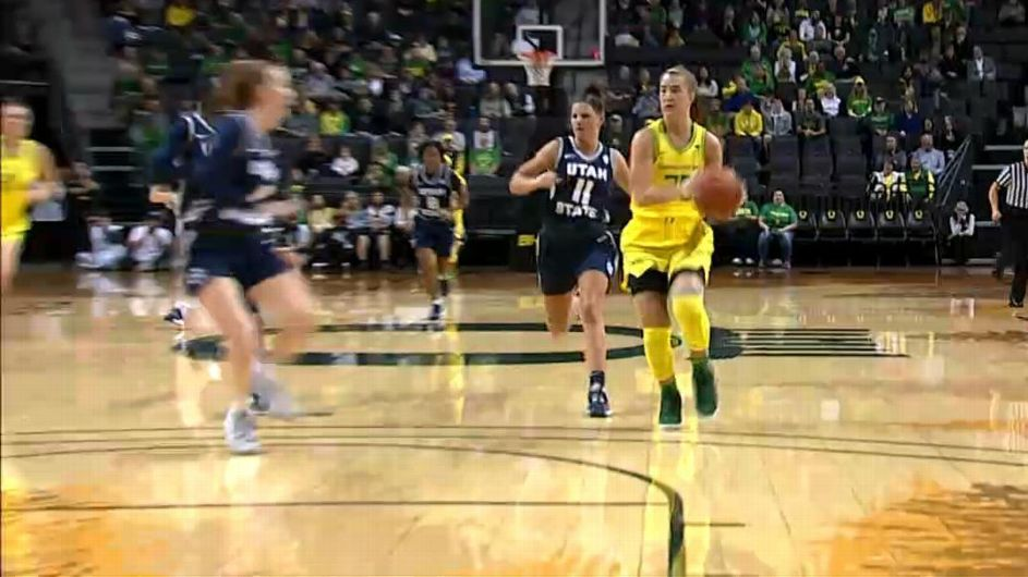 Oregon's Sabrina Ionescu eclipses 2,000 points, 800 assists for career