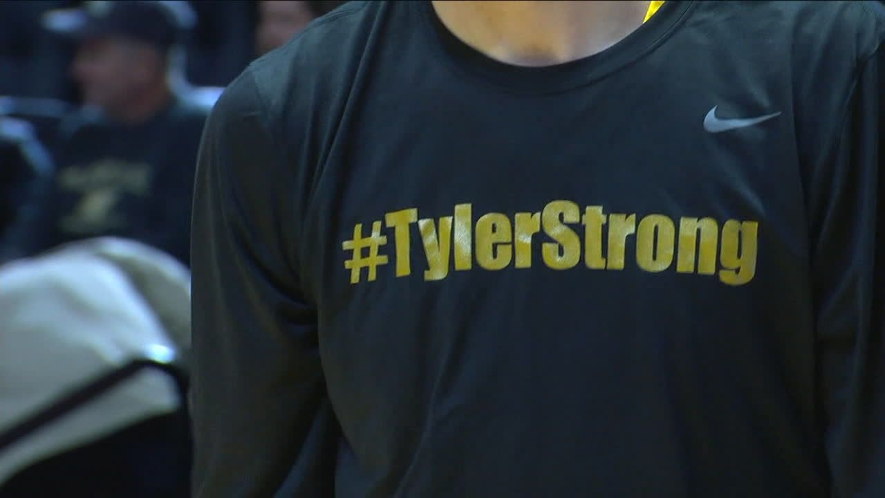 Boilermakers Honor Tyler Trent With Warm Up Shirts Espn Video