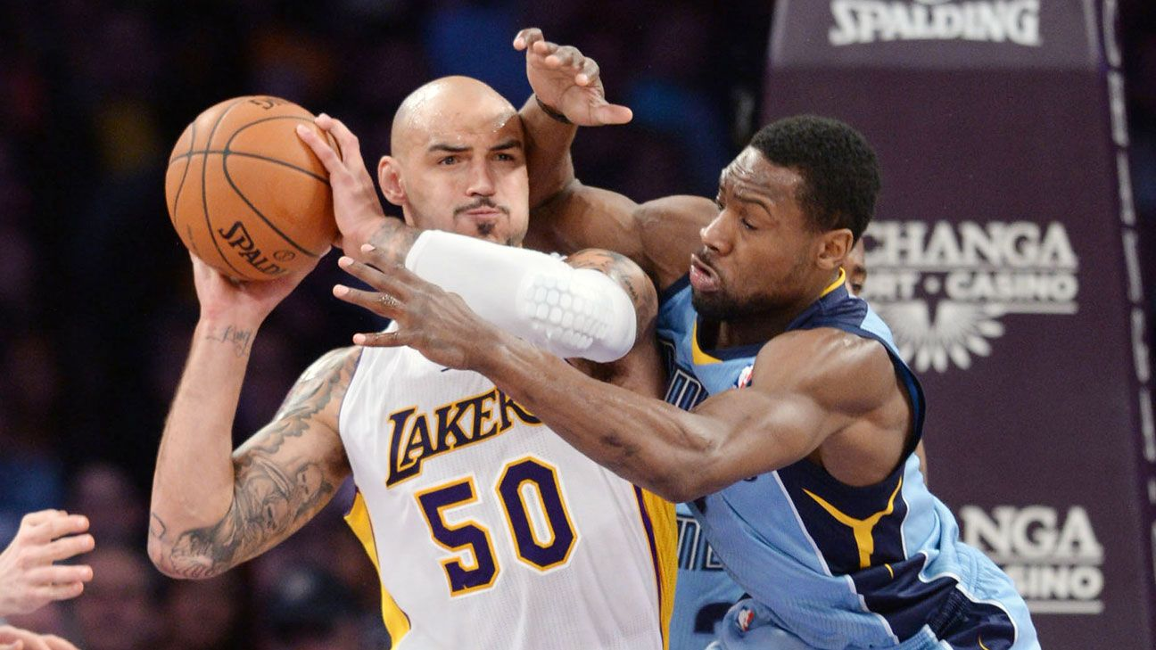 aa7a76fc93a Lakers player reviews: Robert Sacre - Los Angeles Lakers Blog- ESPN