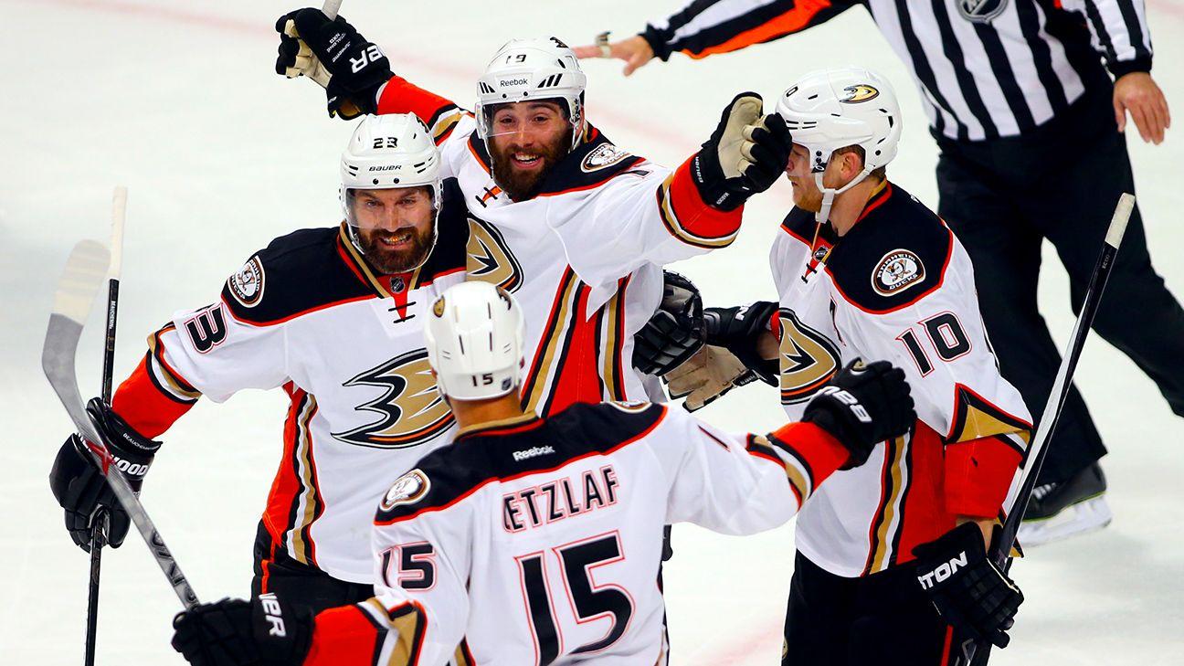 rapid reaction: ducks 2, blackhawks 1 - cross checks blog