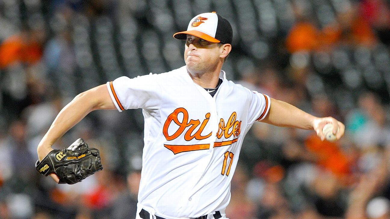 Matusz agrees to 1-year deal with Orioles
