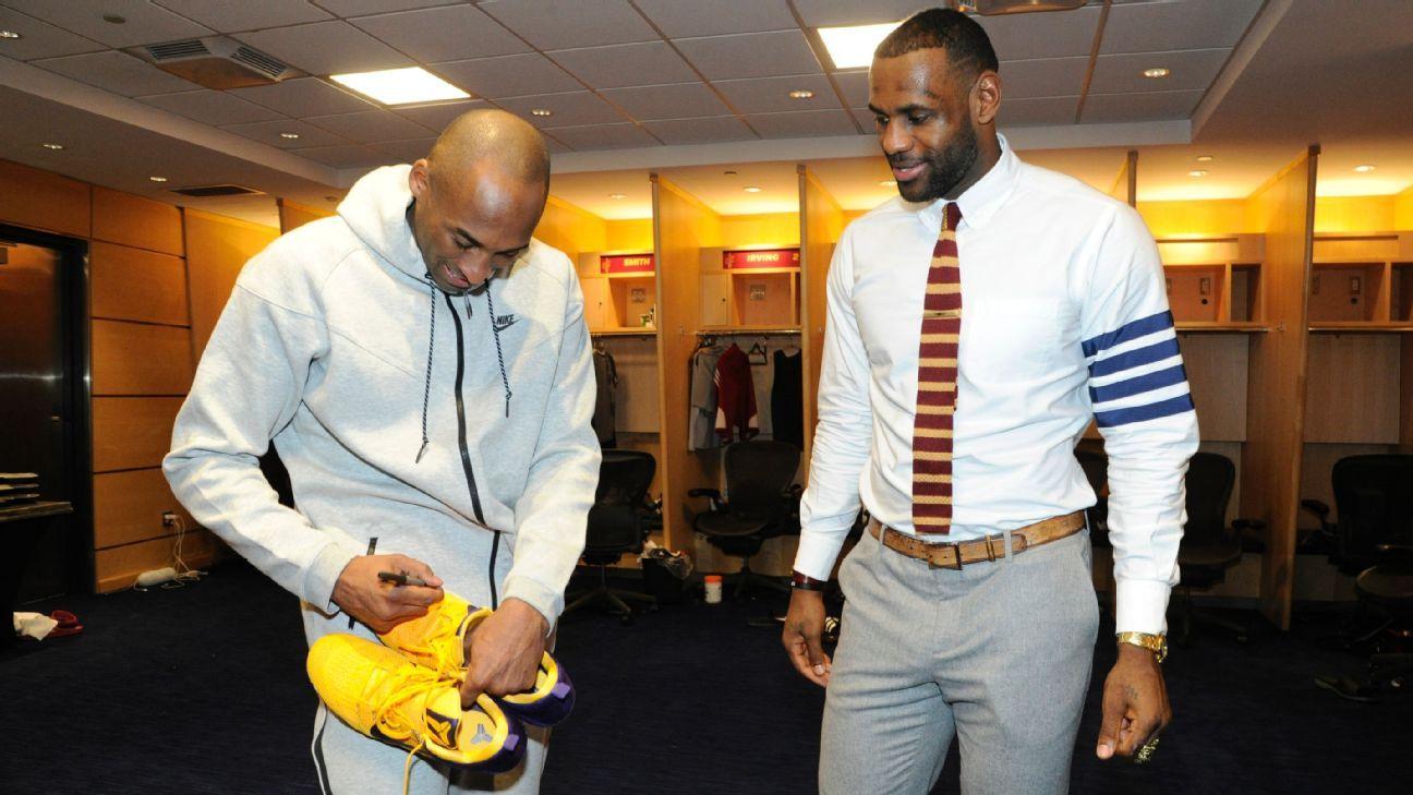 best service ac58b 1005a NBA players turn into fans seeking Kobe Bryant's autographed ...