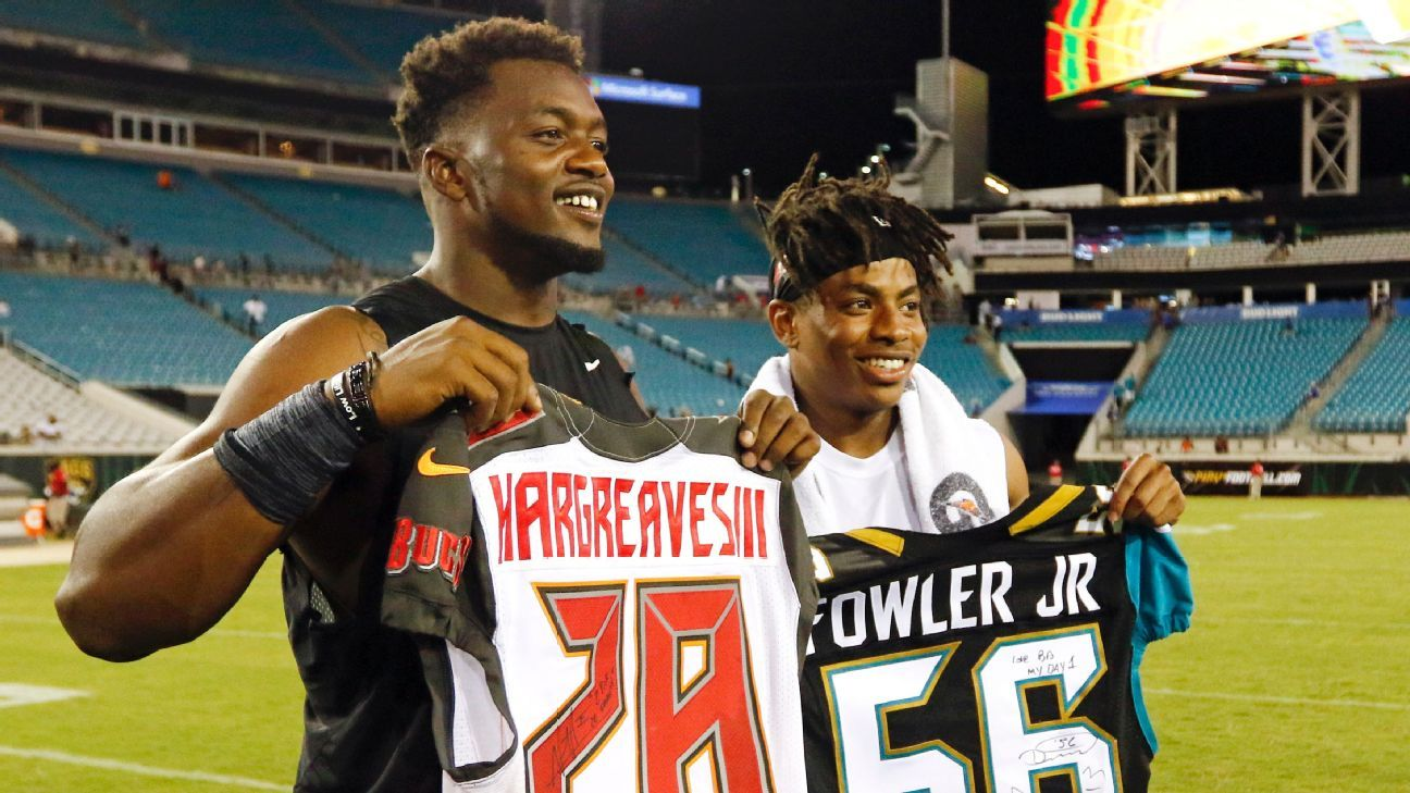 outlet store c8a5d de5a5 Vernon Hargreaves picks off two passes for Tampa Bay ...