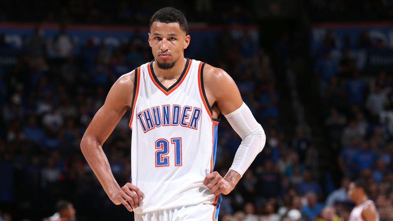 Oklahoma City Thunder teammates take shot at Andre Roberson for poor tip ordeal