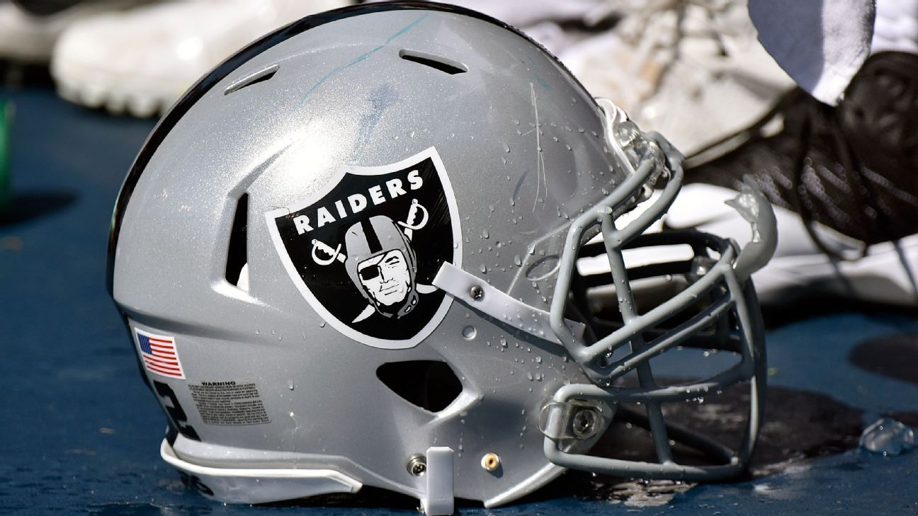 030f1f824 Uni Watch s Flashback -- The Raiders and their slowly evolving look