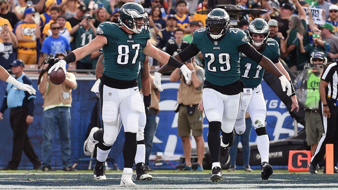 0c56cabe9a4 Eagles' Carson Wentz sends shout-out to cap casualty Brent Celek - Philadelphia  Eagles Blog- ESPN