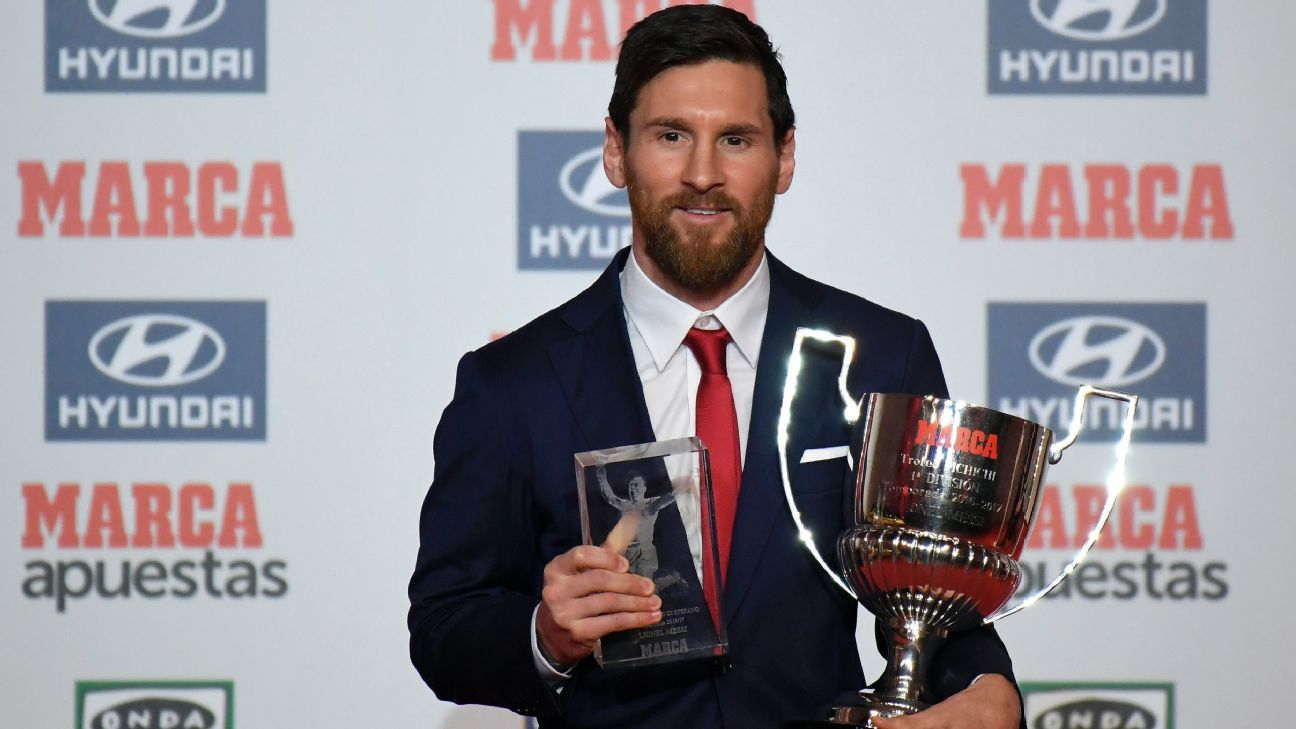 Lionel Messi accepts Marca's award for best player in La Liga