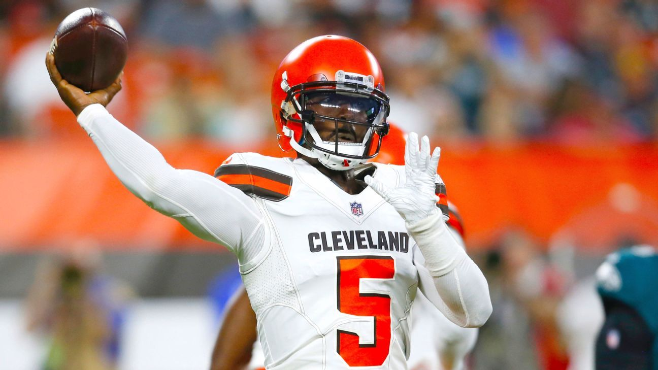 36f2cdbd Tyrod Taylor of Cleveland Browns has dislocated pinky on non ...