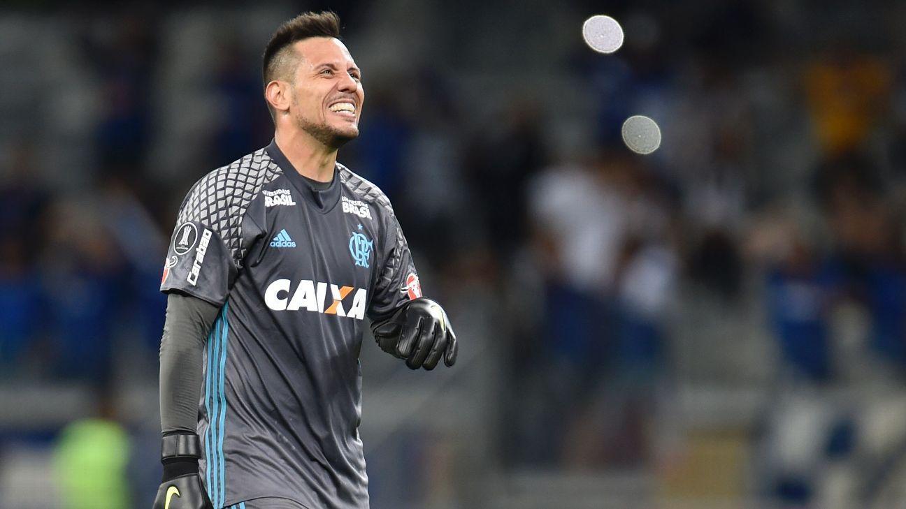 Diego Alves discute com Dorival 6506dd6d5d85b