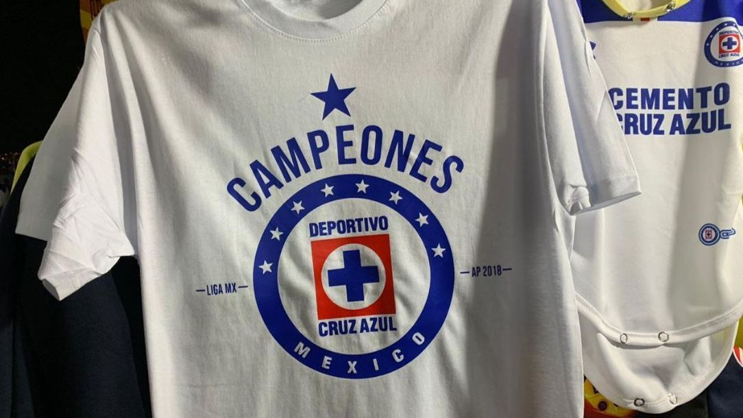 e8be637d89186 Venden playera de campeón de Cruz Azul en el Azteca