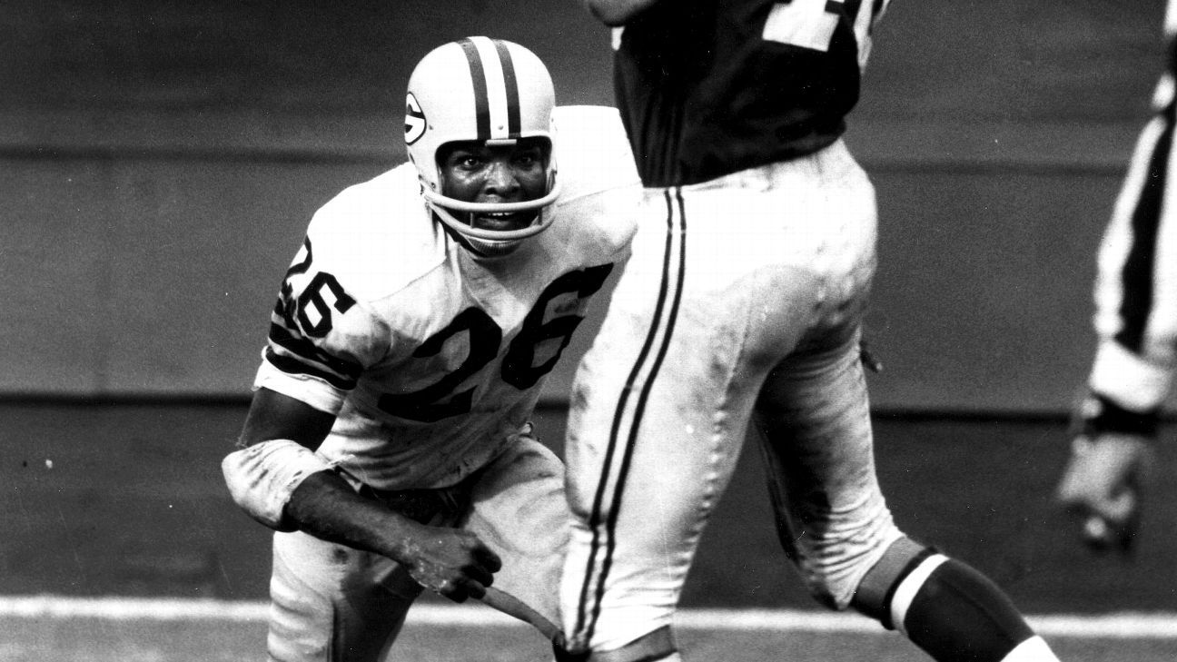 3-time Super Bowl champ Adderley dies at 81