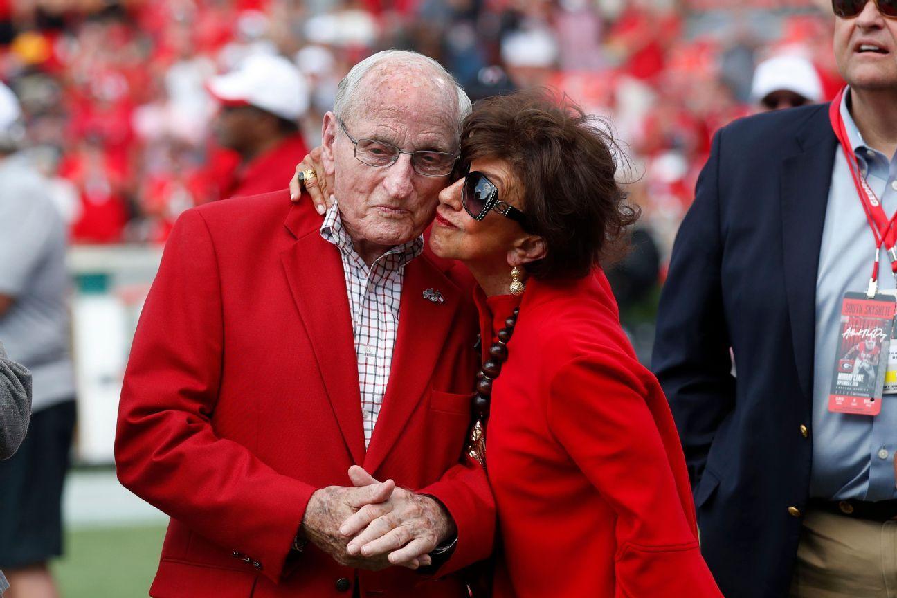 Georgia Names Field After Longtime Coach Dooley
