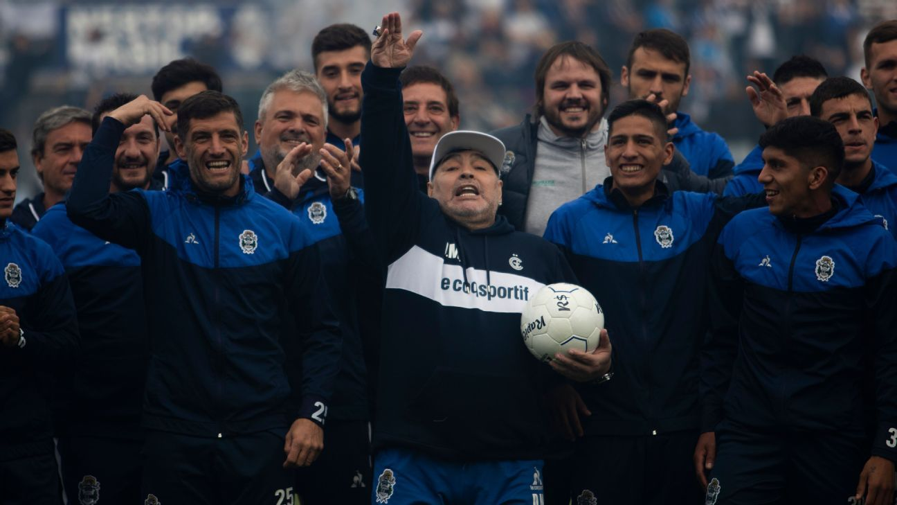 Toe Poke Daily: Diego Maradona's unveiling at new club got pretty wild