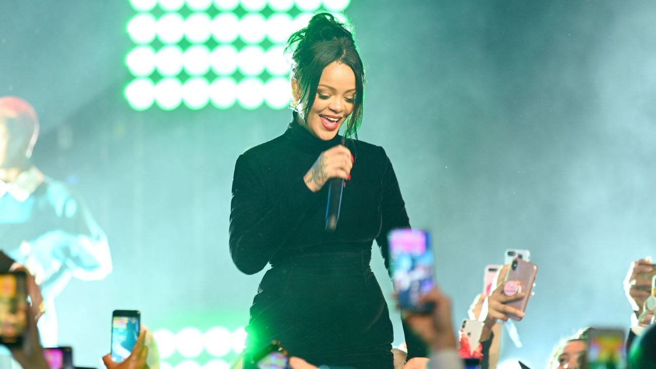 Rihanna says she turned down Super Bowl show in support of Colin Kaepernick
