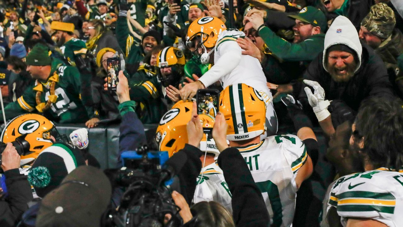 A little Lambeau Leap for Packers' Mason Crosby, a big smile from his wife