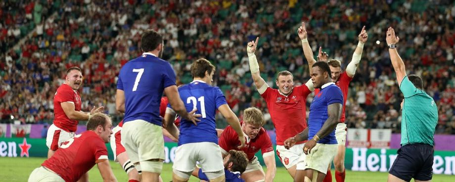 Wales overhaul France to reach semis after Vahaamahina red card