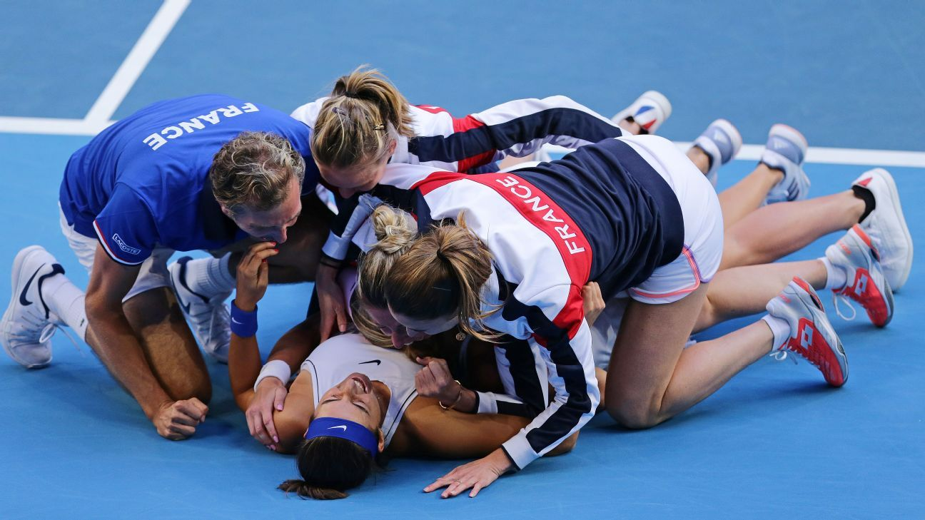 France clinches Fed Cup with epic 3-2 win over Australia