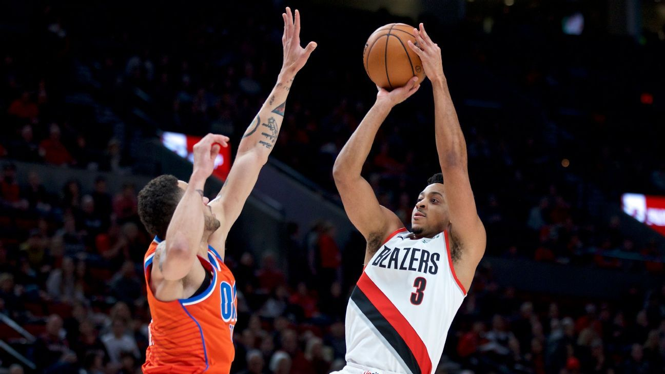 CJ McCollum leaves Blazers game with sprained left ankle