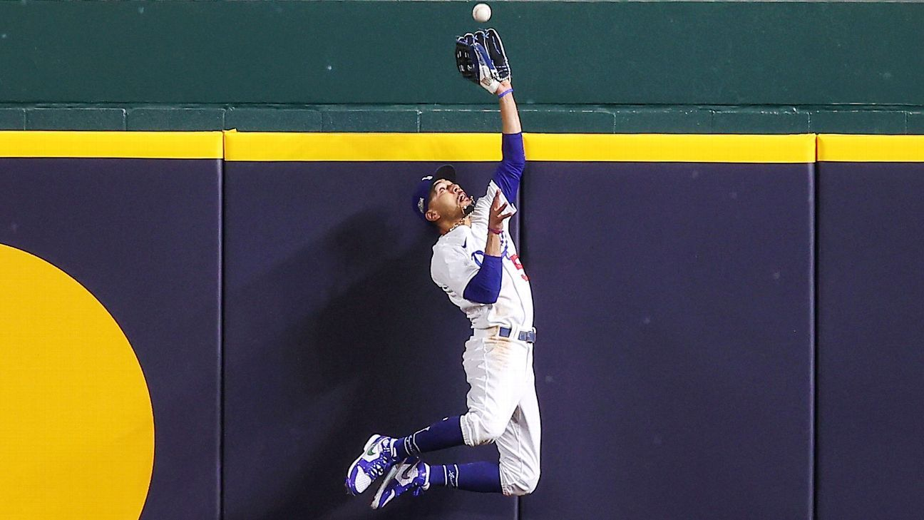 Dodgers' Mookie Betts headlines Gold Glove winners with fifth straight – ESPN