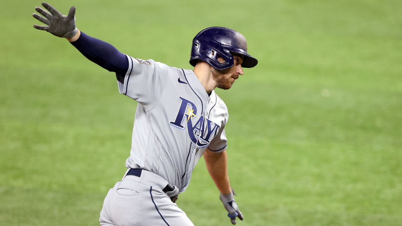 Lowe busts out with 2 HRs as Rays even Series