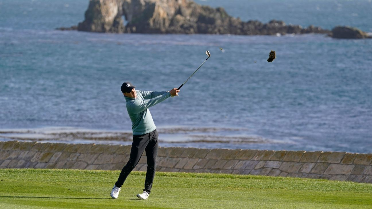 Late eagle propels Spieth to 2-shot lead at Pebble