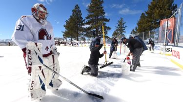 NHL's Lake Tahoe outdoor game delayed 8 hours due to poor ice conditions