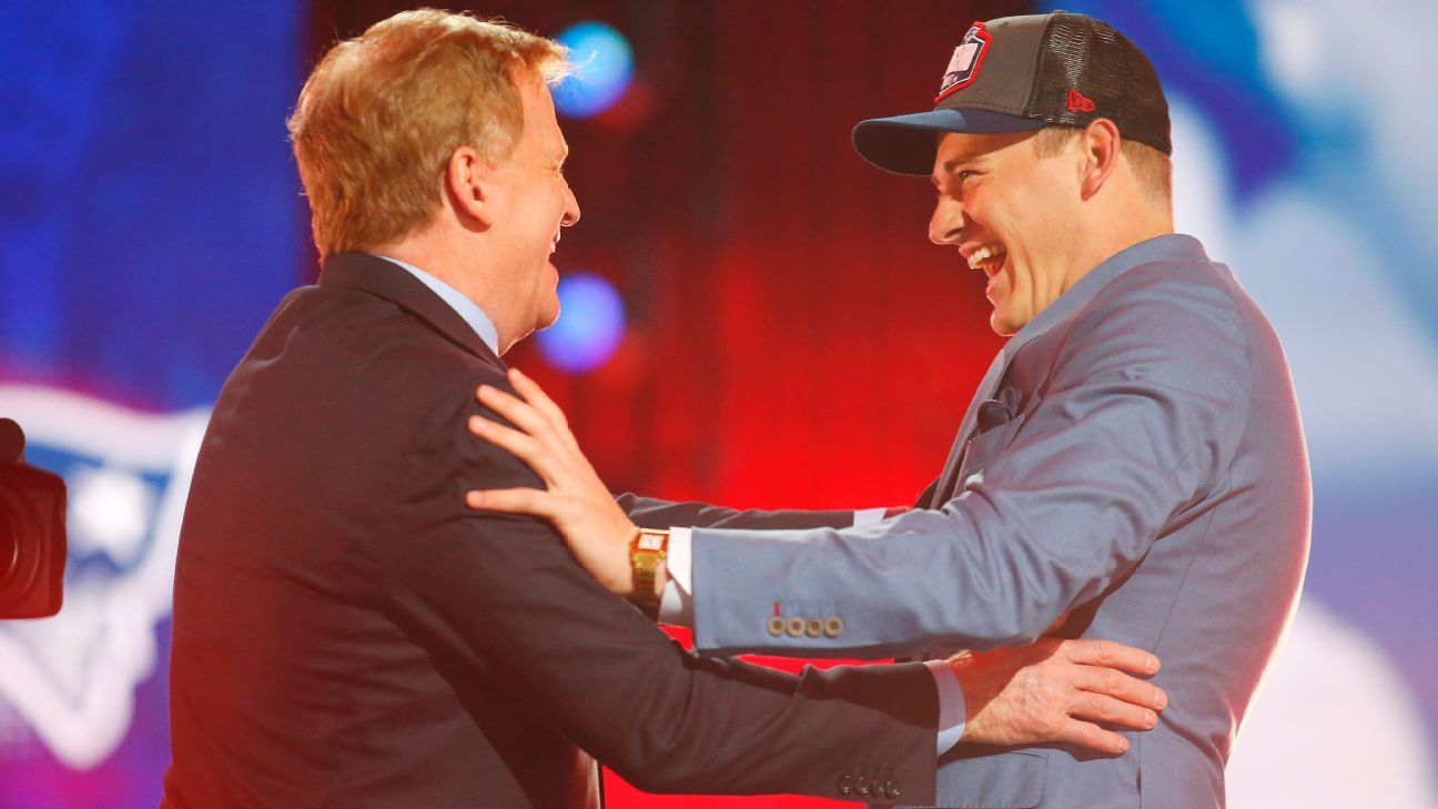 New England Patriots pick Alabama Crimson Tide QB Mac Jones with No. 15 pick in NFL draft – ESPN