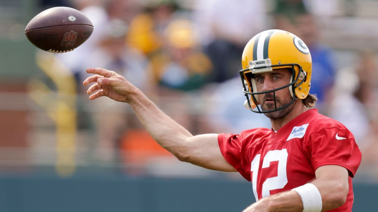 Sources: Rodgers signs reworked Packers deal thumbnail