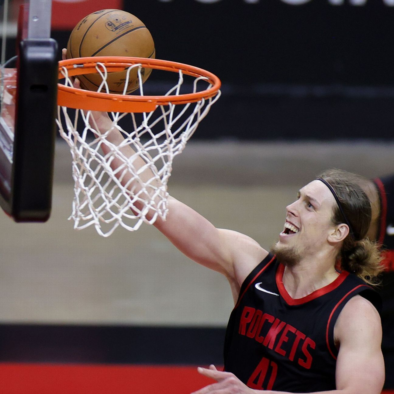 Free agent Kelly Olynyk agrees to three-year, $37 million deal with Detroit Pistons, agent says