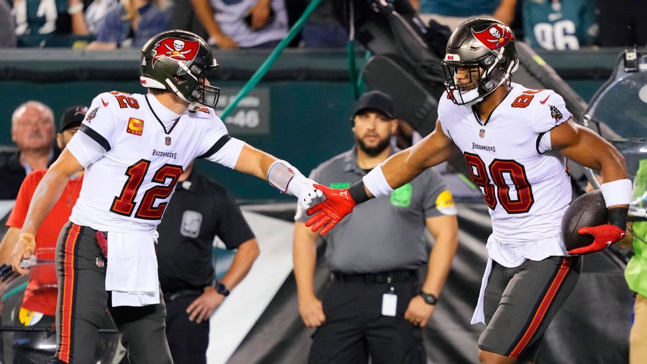 Tom Brady, Tampa Bay Buccaneers handle business on the road against the Philadelphia Eagles